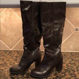 Woman's size 8 1/2 medium brown fashion boots